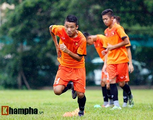 """U16 Việt Nam """"luyện công"""" dưới mưa chờ đấu bán kết - 8"""