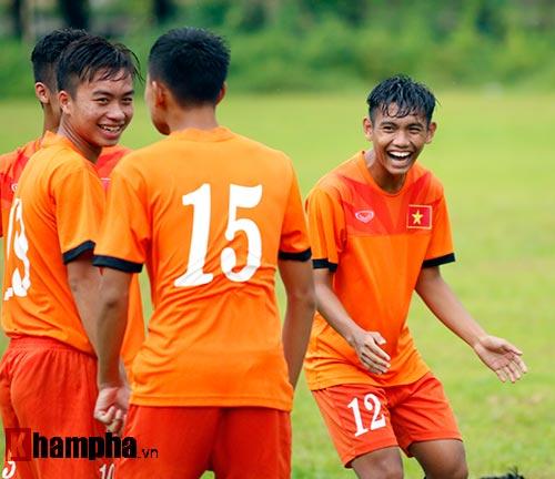 """U16 Việt Nam """"luyện công"""" dưới mưa chờ đấu bán kết - 13"""