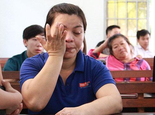 """Vụ """"cướp bánh mì vì đói"""": Quặn lòng nhìn nước mắt mẹ rơi - 2"""