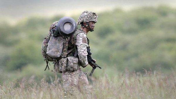 Tập luyện trong ngày nóng nhất năm, lính Anh thiệt mạng - 1