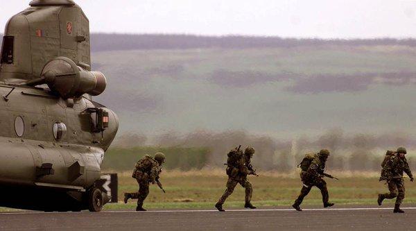 Tập luyện trong ngày nóng nhất năm, lính Anh thiệt mạng - 2