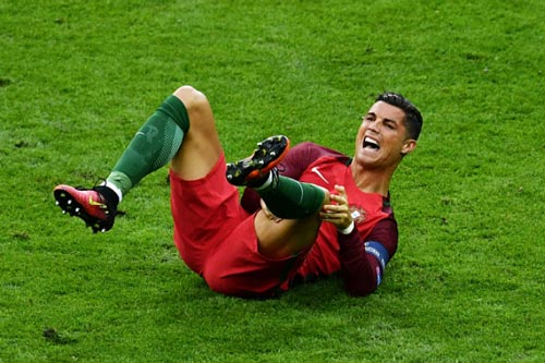Ronaldo chấn thương: Mong đừng như Falcao - 1