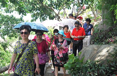 Xử phạt nhiều hướng dẫn viên người TQ hoạt động du lịch chui - 1