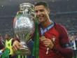 Thêm một huyền thoại trao Quả bóng vàng cho Ronaldo