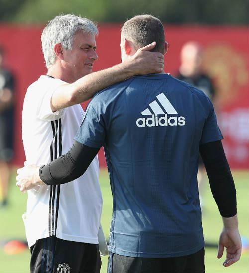 MU du đấu: Mourinho cười tươi như hoa với Rooney - 3