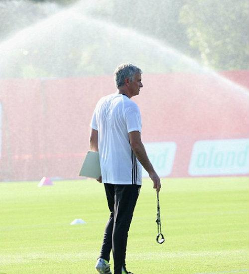 MU du đấu: Mourinho cười tươi như hoa với Rooney - 11