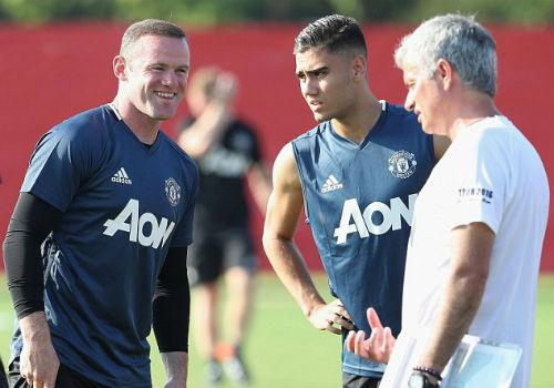 MU du đấu: Mourinho cười tươi như hoa với Rooney - 4