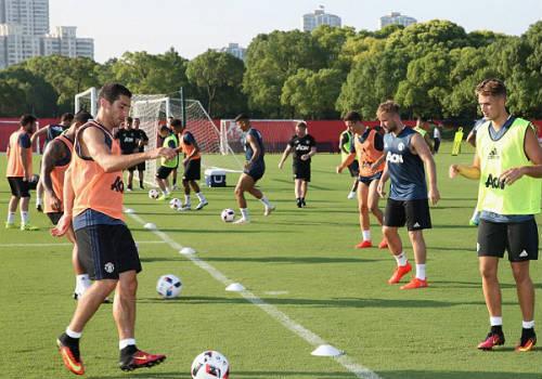 MU du đấu: Mourinho cười tươi như hoa với Rooney - 6