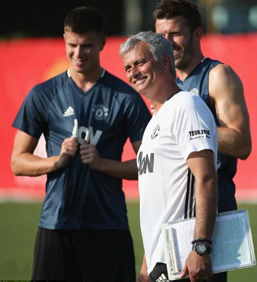 MU du đấu: Mourinho cười tươi như hoa với Rooney - 7