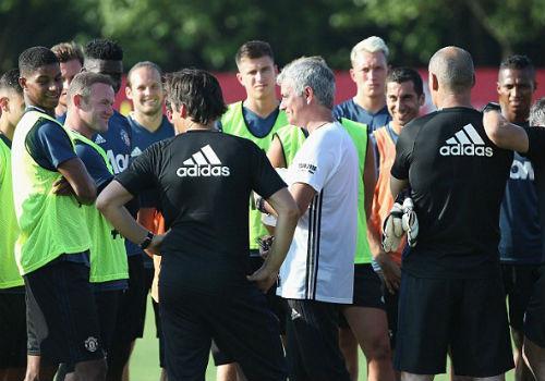 MU du đấu: Mourinho cười tươi như hoa với Rooney - 1