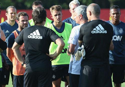 MU du đấu: Mourinho cười tươi như hoa với Rooney - 9