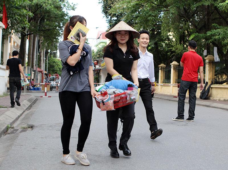 Sĩ tử đội nón rách, đeo rọ tôm đi thi đại học - 8