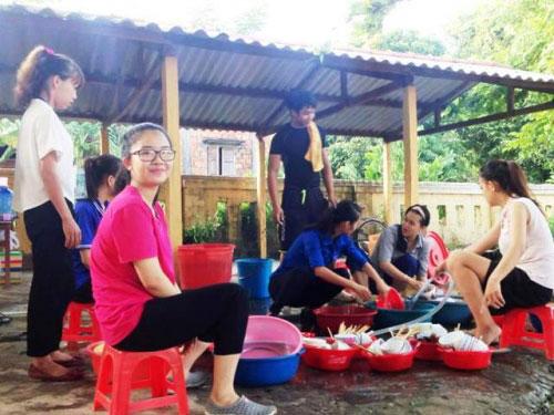 Một ngày chân thực của những sinh viên tình nguyện - 14