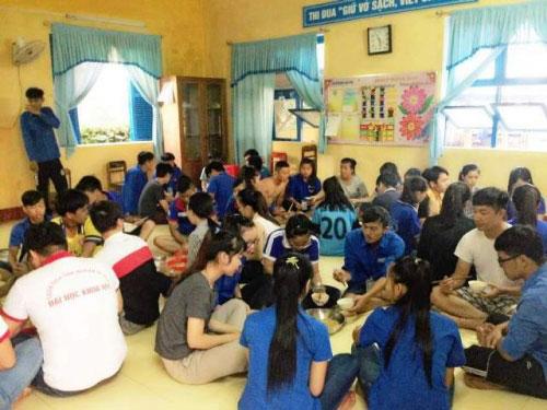 Một ngày chân thực của những sinh viên tình nguyện - 15