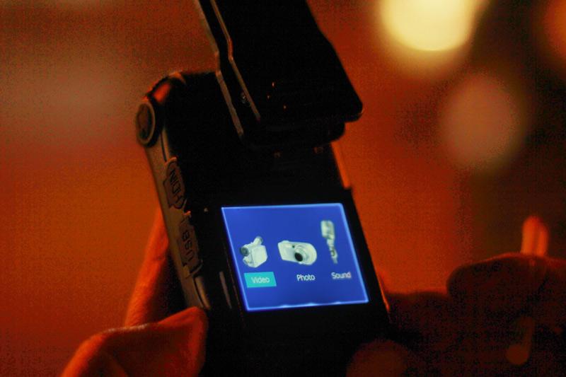 141 đeo camera giám sát, người vi phạm vui vẻ nộp phạt - 4
