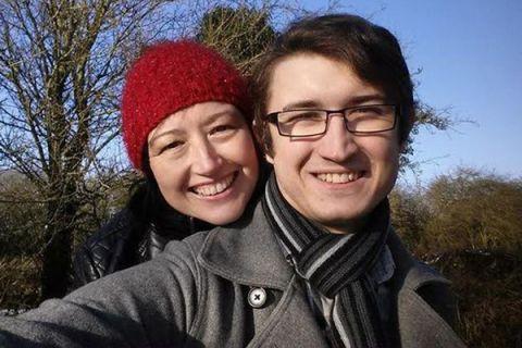 Bà mẹ kết hôn với chàng trai giống hệt con trai mình - 2
