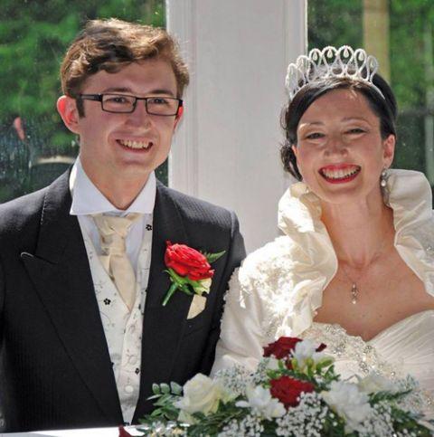Bà mẹ kết hôn với chàng trai giống hệt con trai mình - 3