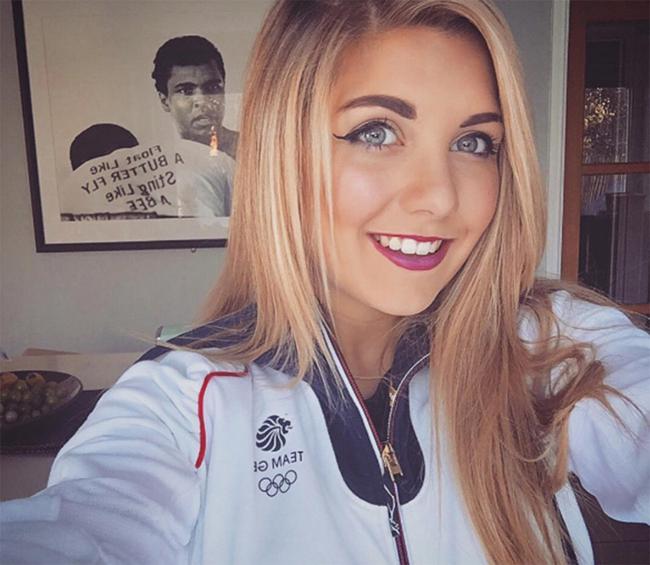 Ở Olympic 2016, nữ VĐV bắn súng Amber Hill đến từ Bracknell, Berkshire là một trong những VĐV nổi bật nhất của nước Anh.