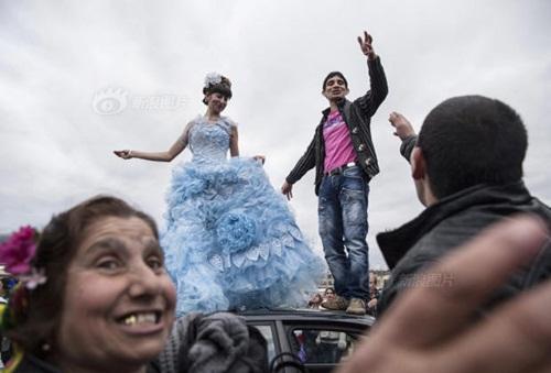 Đến thăm chợ bán cô dâu ở Bulgaria - 1