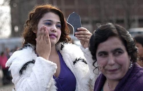 Đến thăm chợ bán cô dâu ở Bulgaria - 4