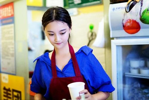 Cô gái bán trà sữa TQ xinh đẹp hút hồn - 1