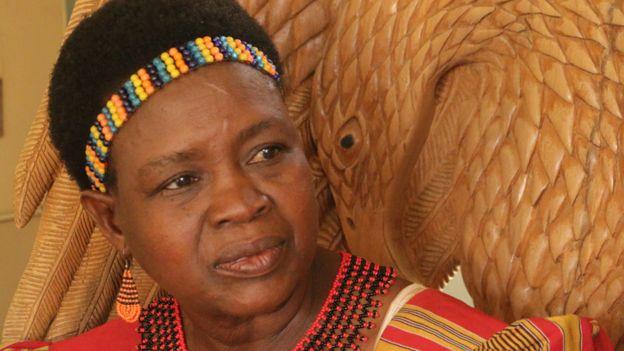 """Tục kỳ lạ ở Malawi: Thuê người đưa con gái """"vào đời"""" - 3"""