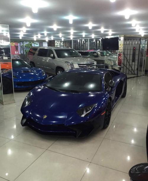"""Ngắm Lamborghini Aventador LP 700-4 màu """"kịch độc"""" tại Việt Nam - 11"""