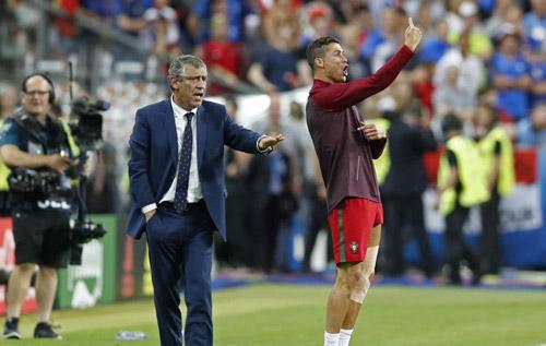 Thực hư chuyện Ronaldo ra lệnh cho đồng đội - 4