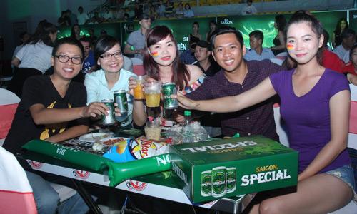 Chơi sảng khoái, uống thoải mái tại Fan zone - 3