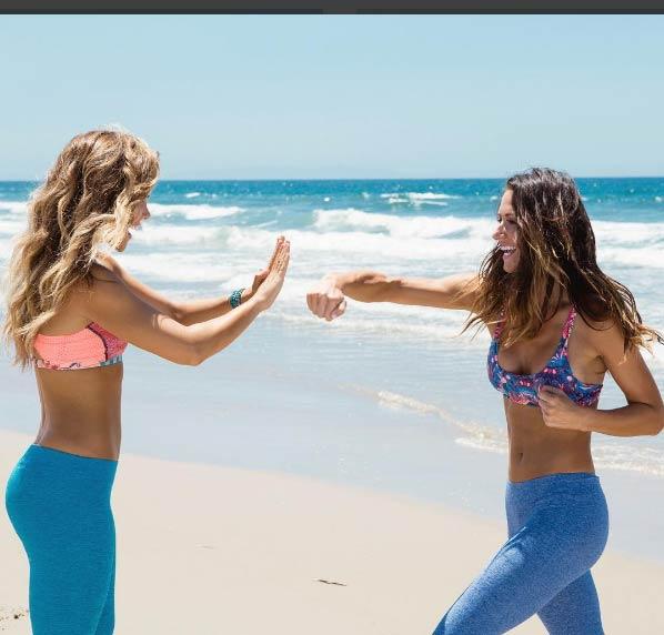 Cách để mặc bikini cực đẹp của cặp mỹ nhân phòng gym - 16