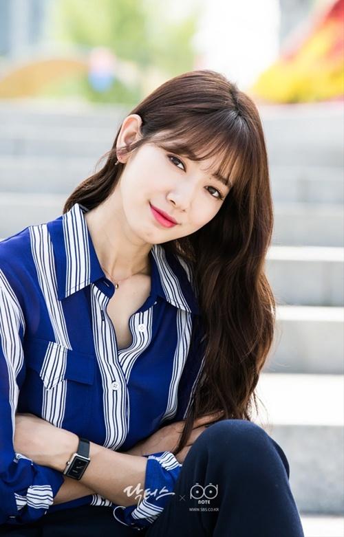 Mặc sơ mi họa tiết xinh như Park Shin Hye! - 4