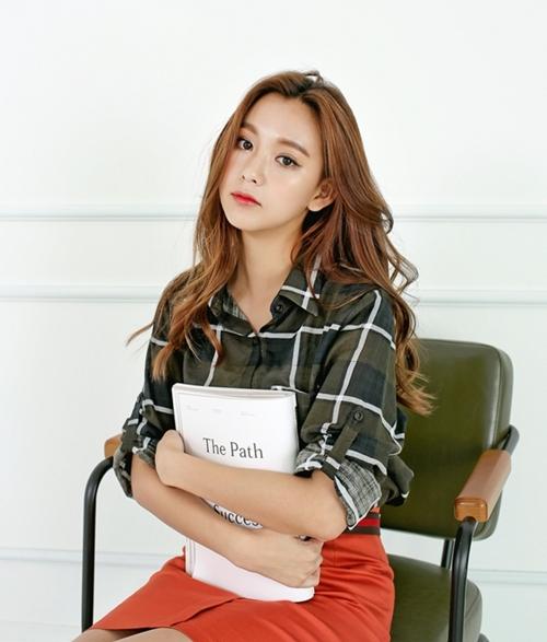 Mặc sơ mi họa tiết xinh như Park Shin Hye! - 10