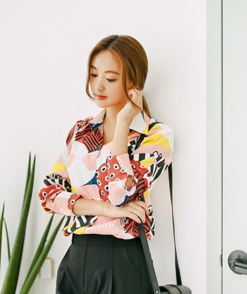 Mặc sơ mi họa tiết xinh như Park Shin Hye! - 6
