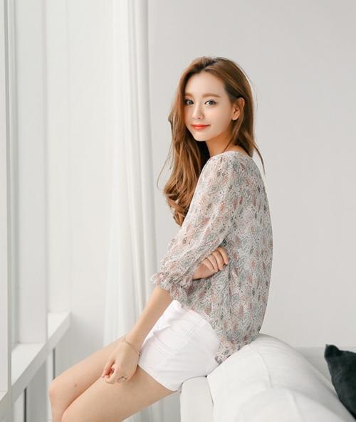 Mặc sơ mi họa tiết xinh như Park Shin Hye! - 14