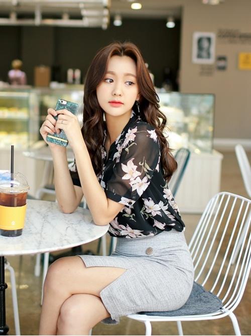 Mặc sơ mi họa tiết xinh như Park Shin Hye! - 13