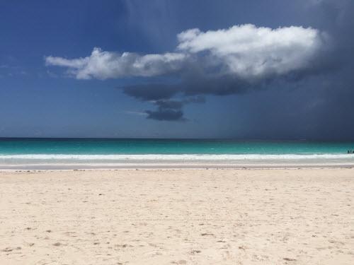 Sự thật về bãi biển cát hồng đẹp như mơ ở Bahamas - 4