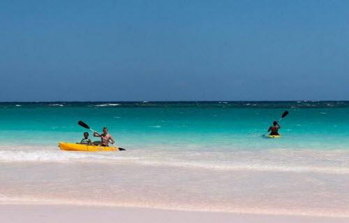 Sự thật về bãi biển cát hồng đẹp như mơ ở Bahamas - 7