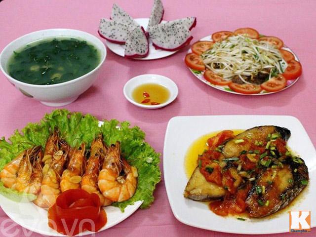 Bữa cơm nhiều món hải sản ngon mát cho ngày hè - 1