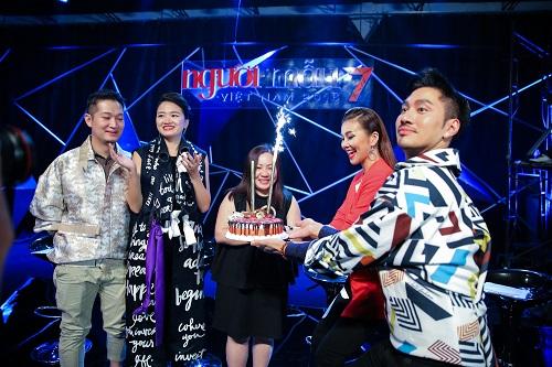 Thanh Hằng tươi rói đón sinh nhật cùng Vietnam's Next Top - 3