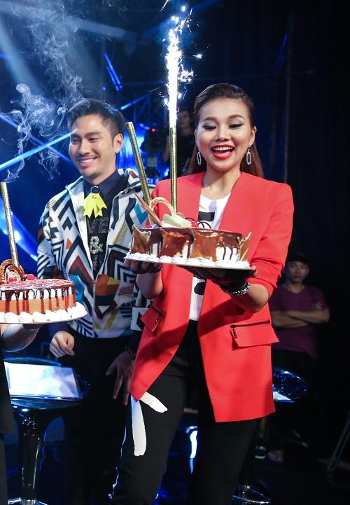 Thanh Hằng tươi rói đón sinh nhật cùng Vietnam's Next Top - 4