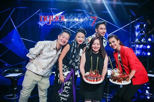 Thanh Hằng tươi rói đón sinh nhật cùng Vietnam's Next Top - 5