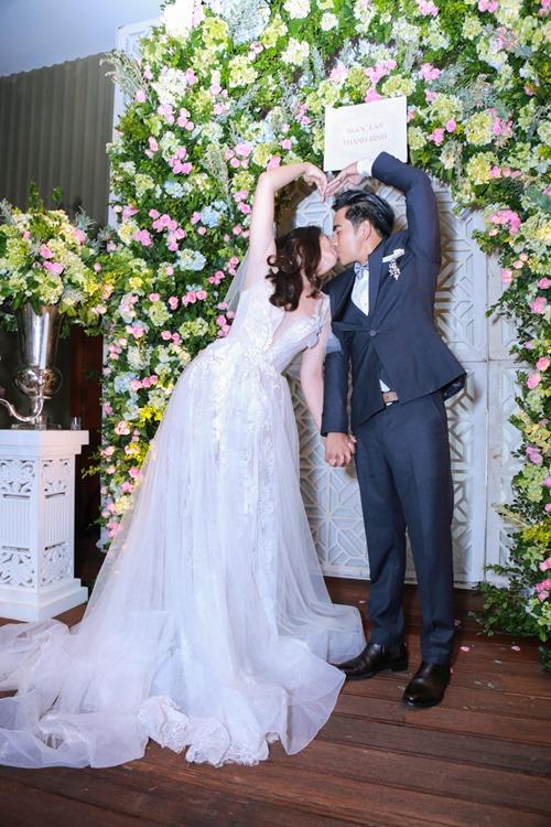 Ngọc Lan - Thanh Bình hôn nhau say đắm trong tiệc đính hôn - 4
