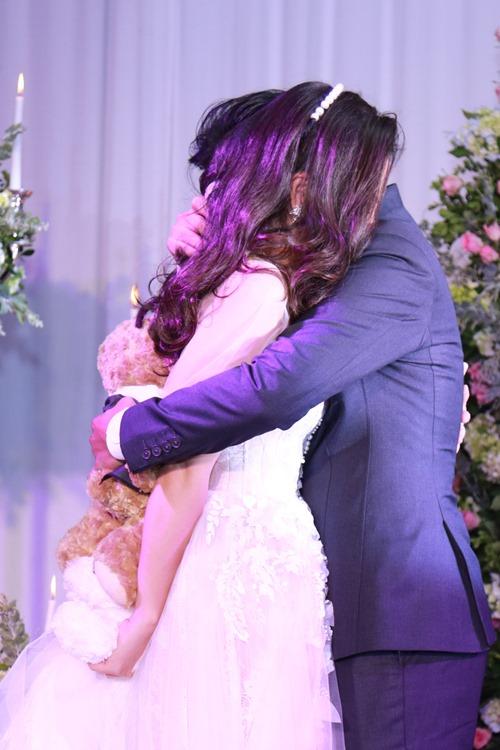Ngọc Lan - Thanh Bình hôn nhau say đắm trong tiệc đính hôn - 8