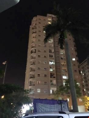 Giải cứu nam thanh niên có ý định tự tử ở tòa nhà 16 tầng - 1