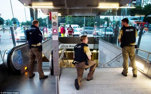 Ảnh hiện trường xả súng khiến 10 người chết ở Đức - 11