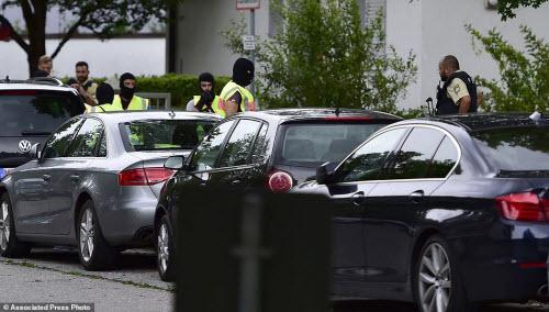 Ảnh hiện trường xả súng khiến 10 người chết ở Đức - 13