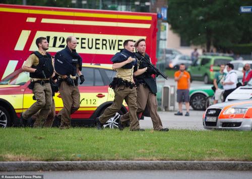 Ảnh hiện trường xả súng khiến 10 người chết ở Đức - 14