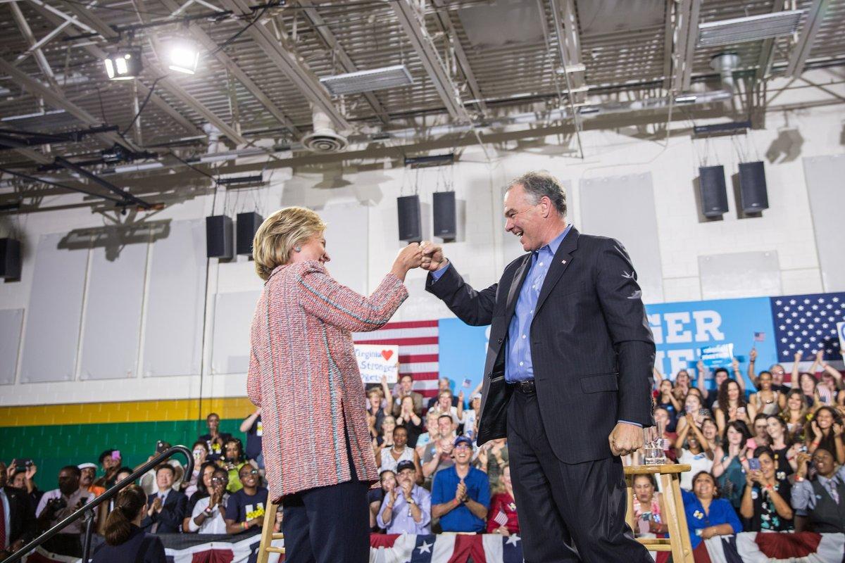 Bà Hillary Clinton tiết lộ ứng viên phó tổng thống - 1
