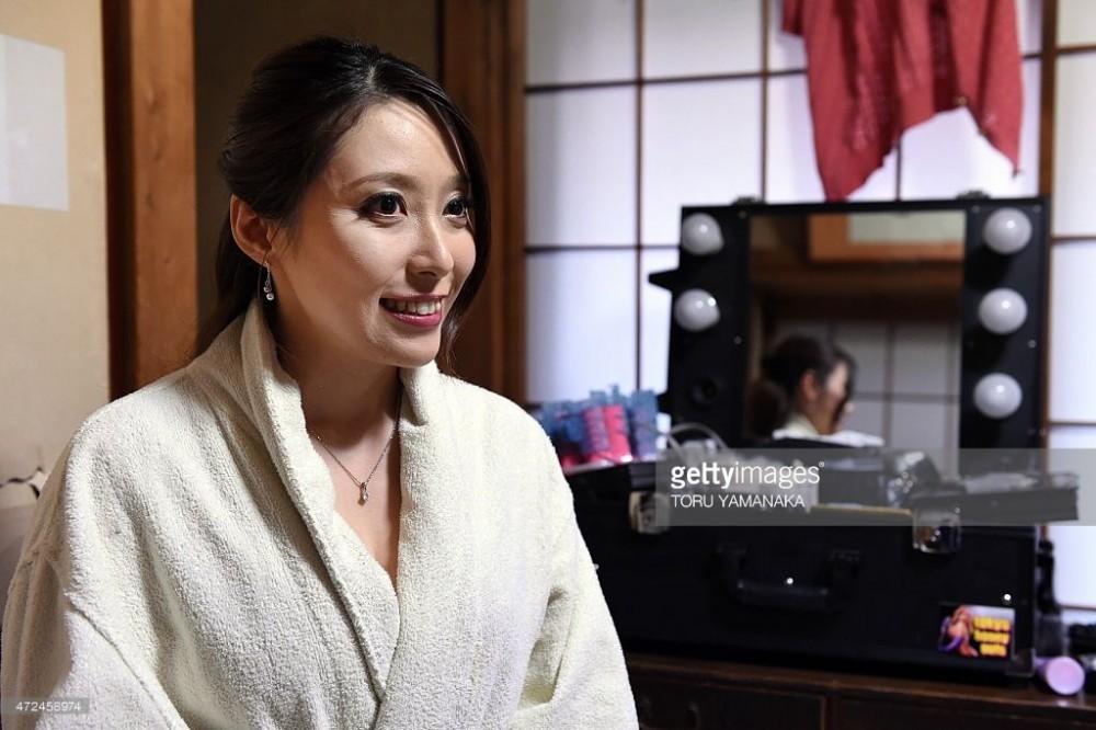 """Vì sao đàn ông Nhật không thích đóng """"phim người lớn""""? - 1"""