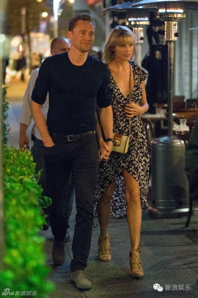 """Tom Hiddleston bị """"soi"""" đi một đôi giày hẹn hò Taylor Swift - 4"""